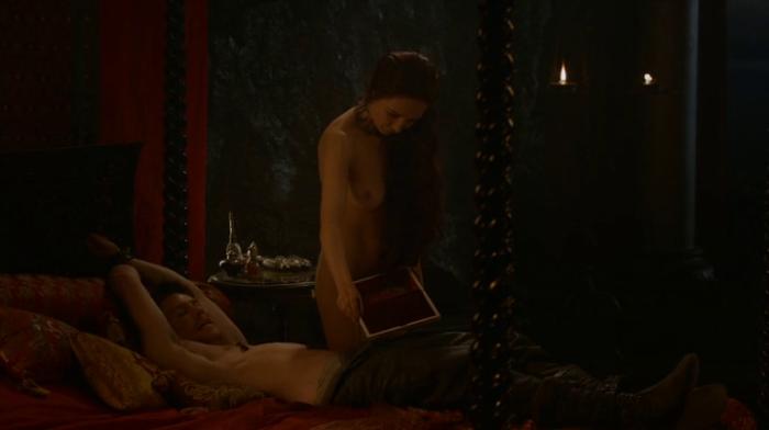 Gendry (Joe Dempsie) and Melisandre (Carice van Houten) nude in Game of Thrones - Episode 8, Second Sons