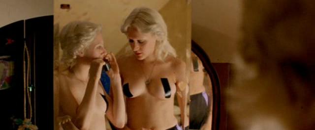 Gummo (1997) - Chloë Sevigny topless