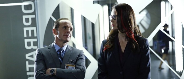 "Clark Gregg and Saffron Burrows in Agents of SHIELD Season 1 Episode 7 - ""The Hub"""