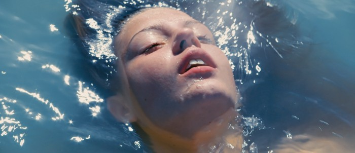 Blue is the Warmest Colour - Adele Exarchopoulos in the ocean