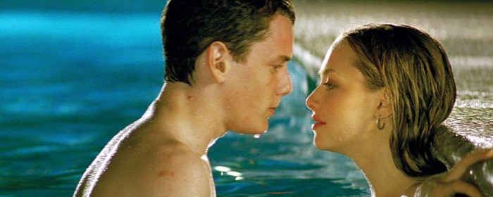 Anton Yelchin and Amanda Seyfried in Alpha Dog (2003)