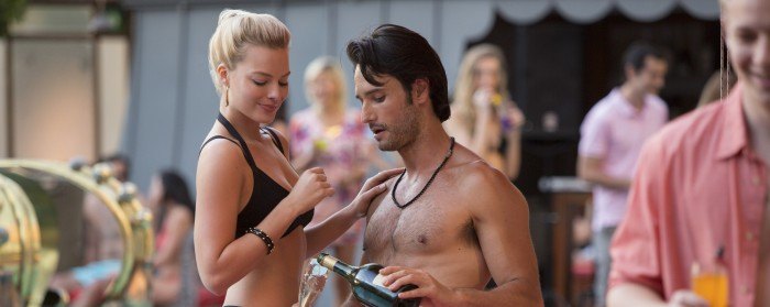 Rodrigo Santoro and Margot Robbie in Focus (2015)