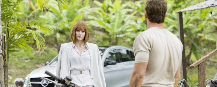 Chris Pratt and Bryce Dallas Howard in Jurassic World (2015)