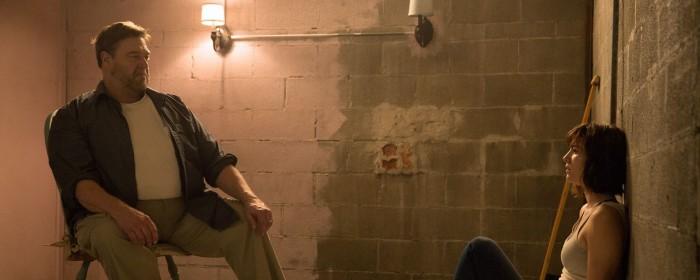 John Goodman and Mary Elizabeth Winstead in 10 Cloverfield Lane (2016)